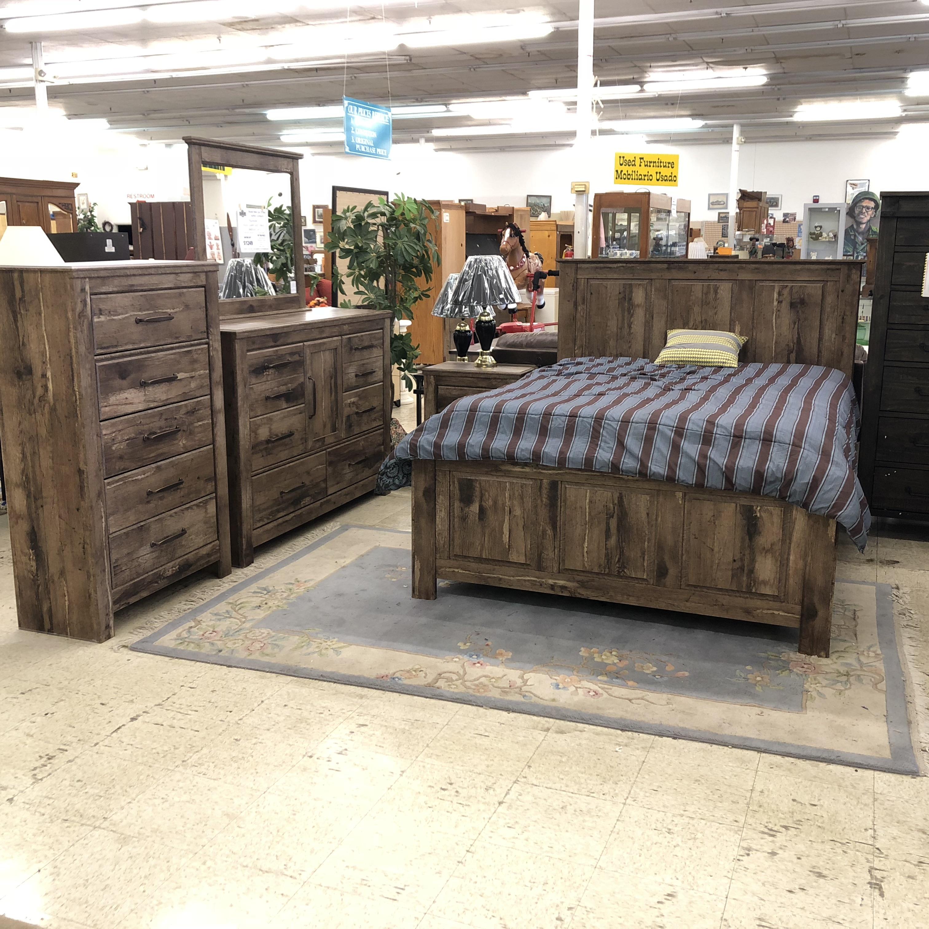 New Ashley Furniture: Complete Bedroom Sets: BRAND NEW! Ashley Furniture