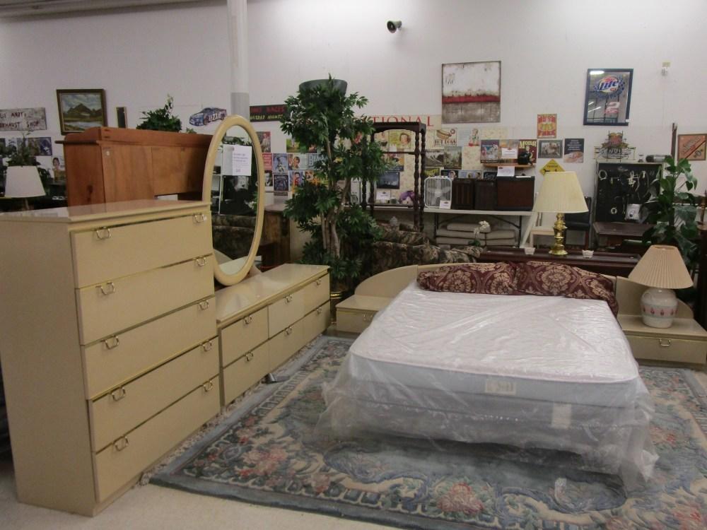 Lane Furniture Lacquer Finish Modern 5 Piece Bedroom Set